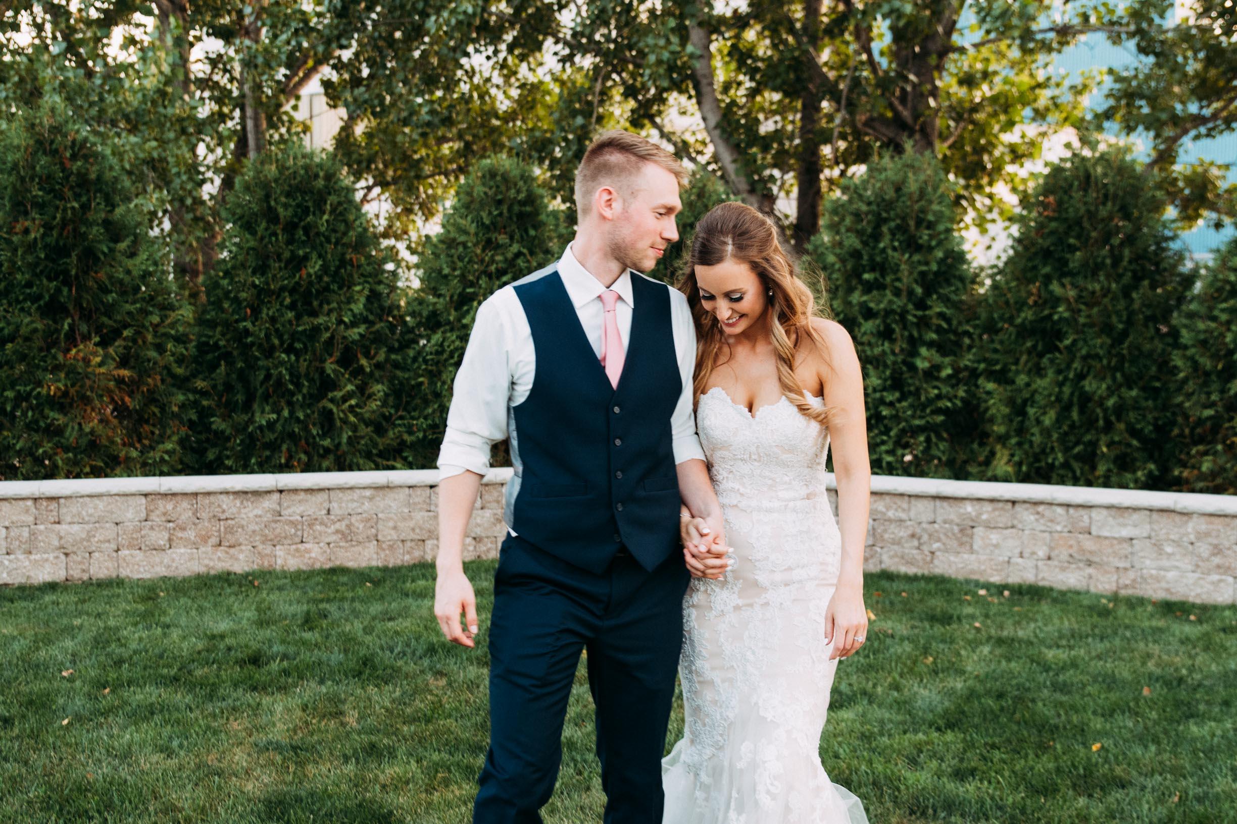 75-WeddingsattheBroz_Minnesota_WeddingBlog_GoldenHour.jpg