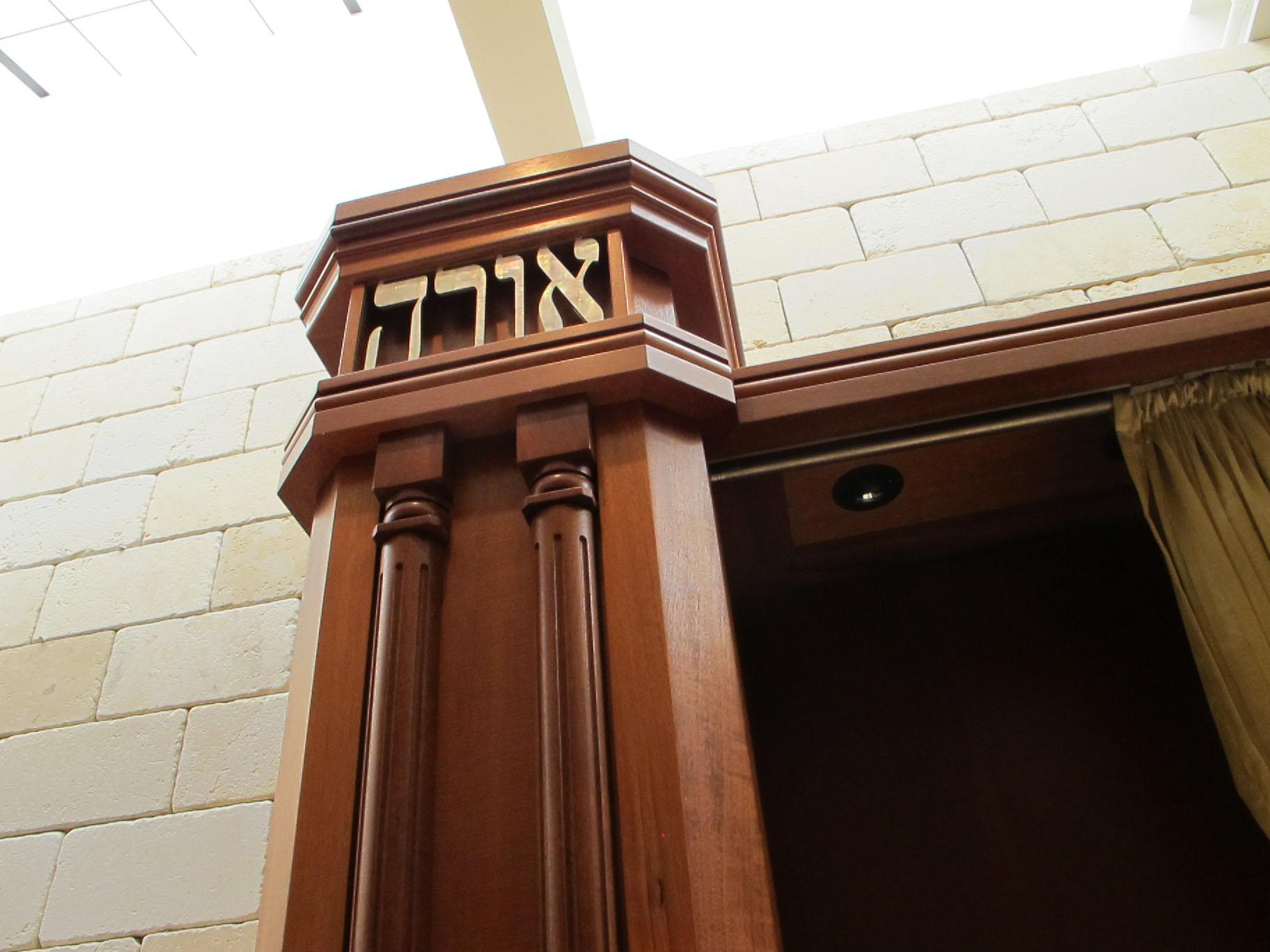 Aron Kodesh columns