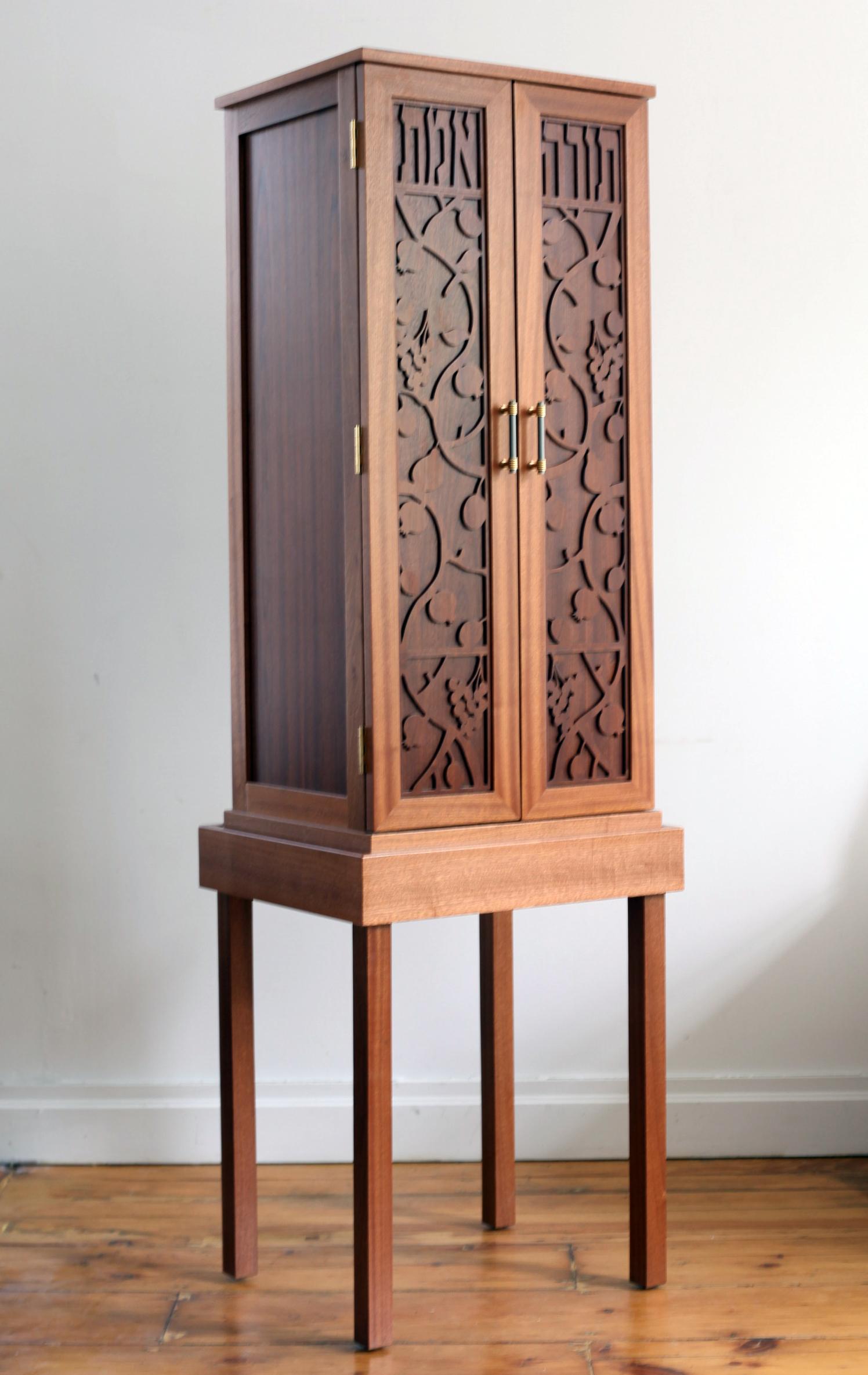 Mahogany Portable Ark