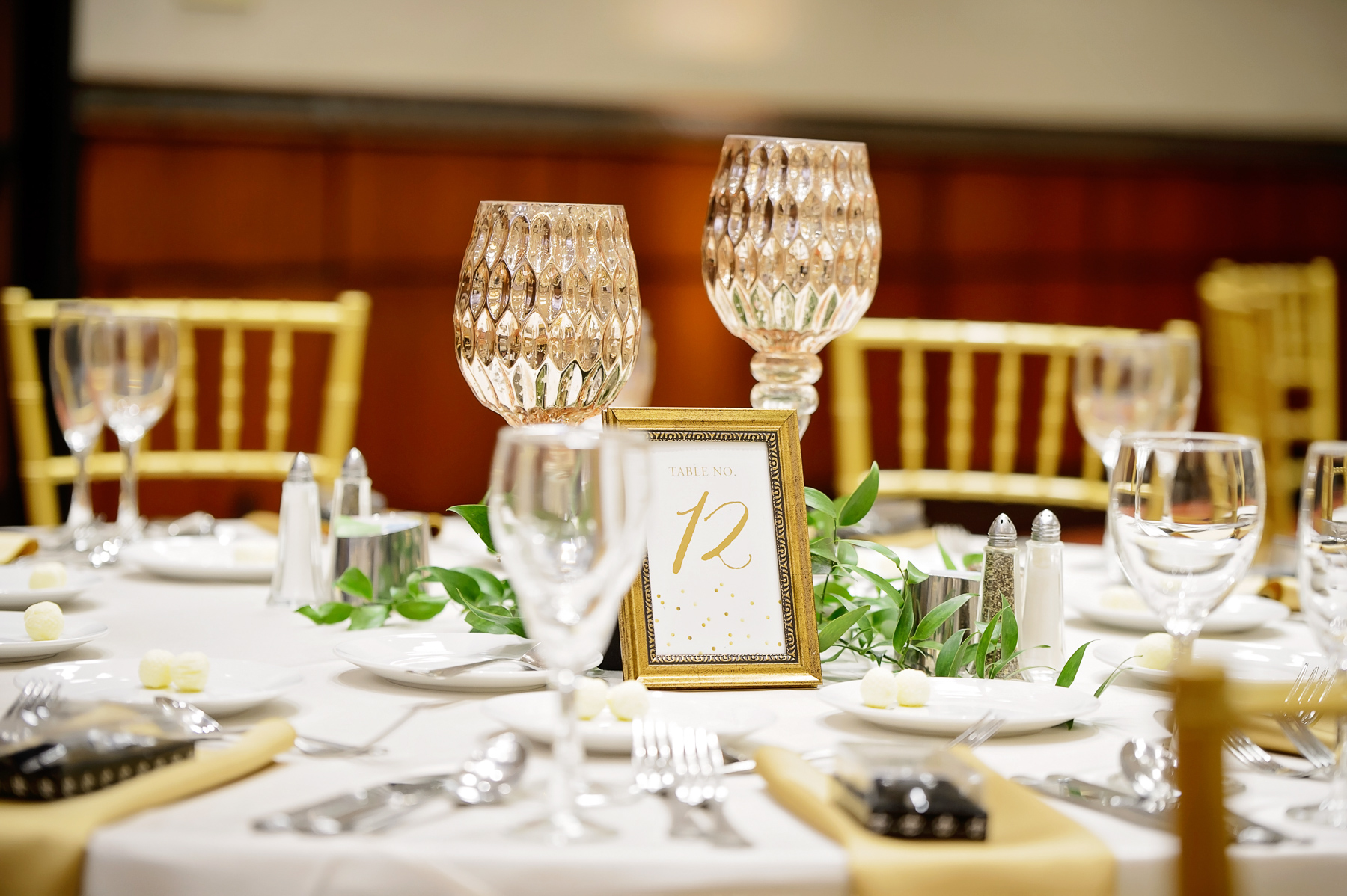 chicago wedding floral design greenery and gold candles