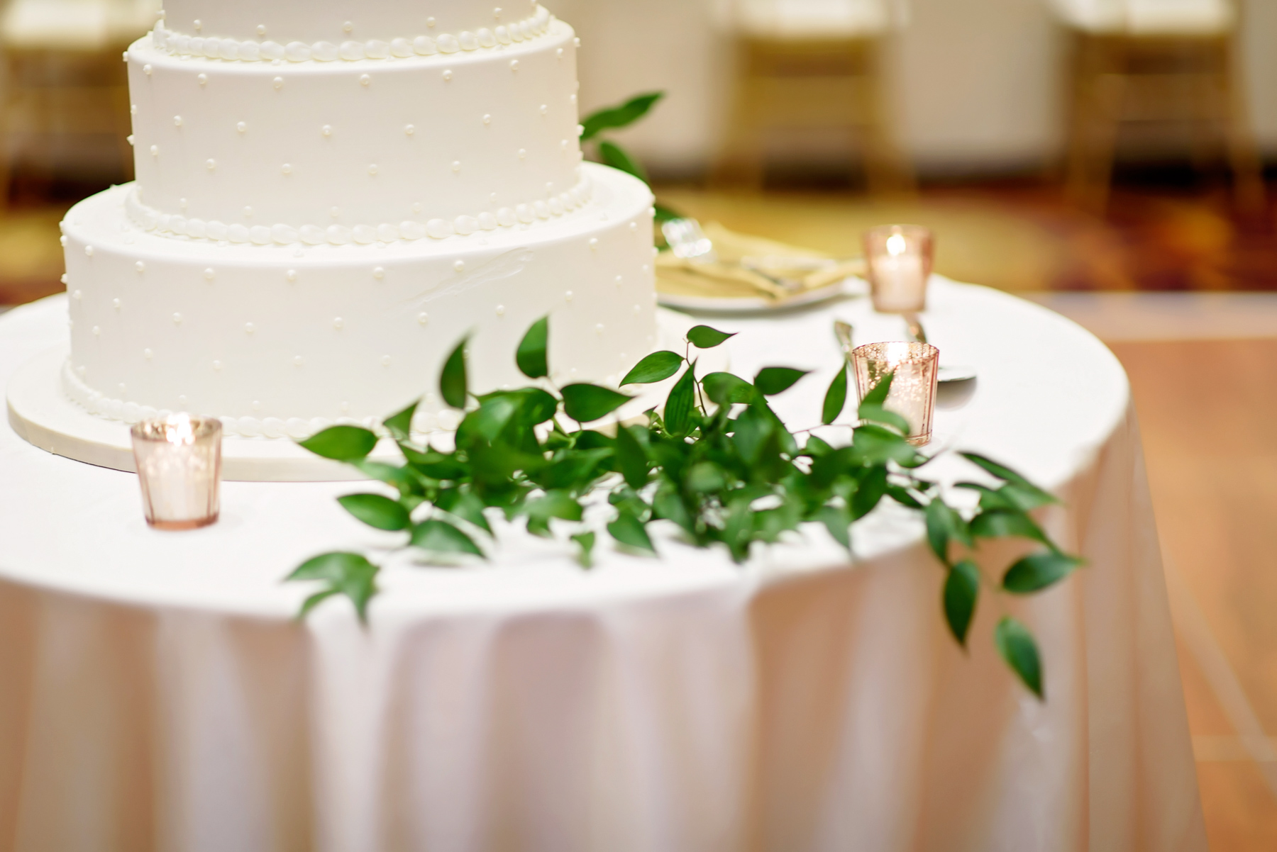 chicago wedding floral design greenery cake table