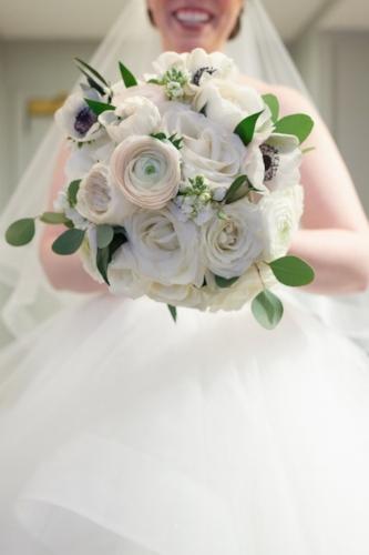 classic white wedding bouquet chicago