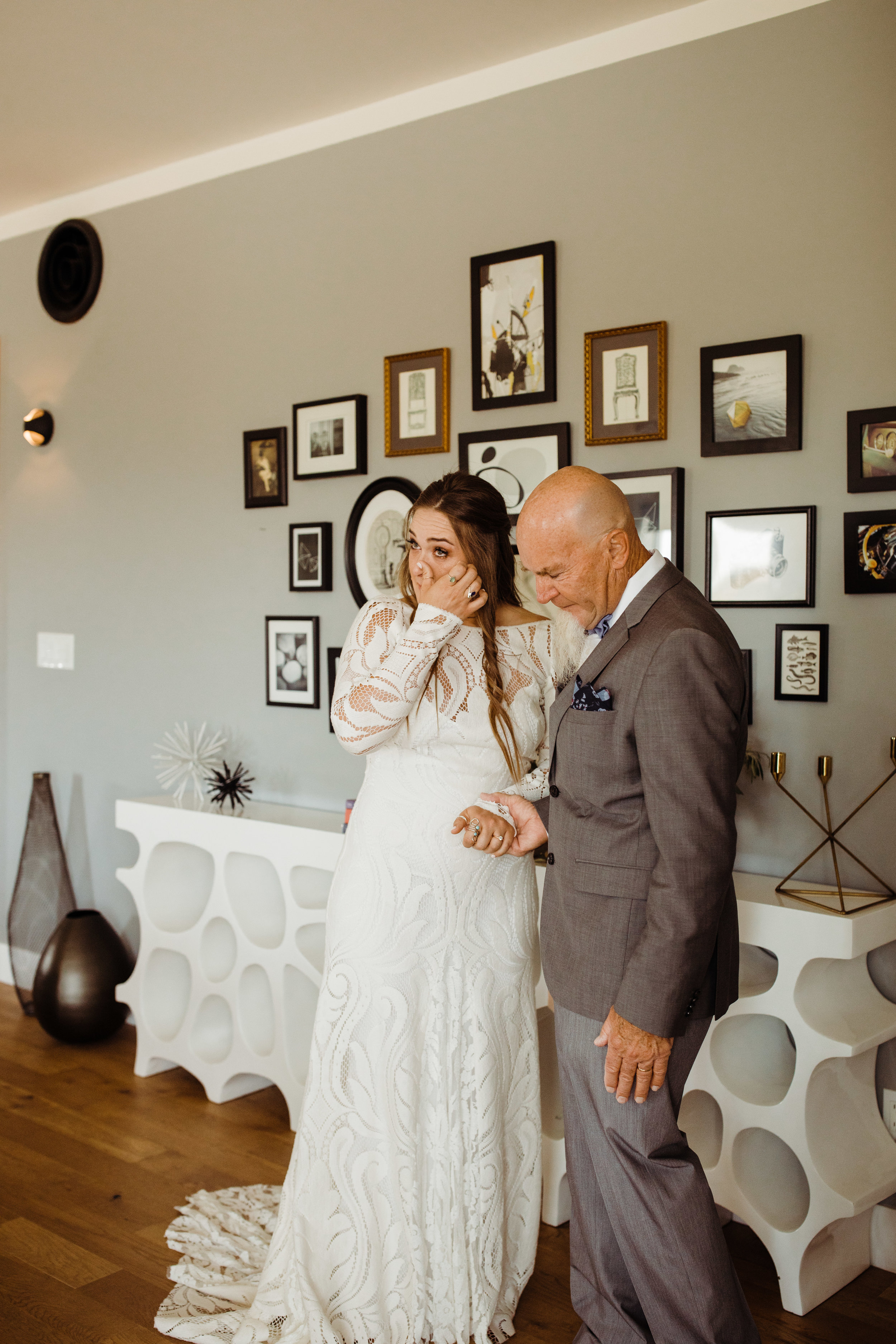 Father of the bride first look at tumbleweed sanctuary wedding