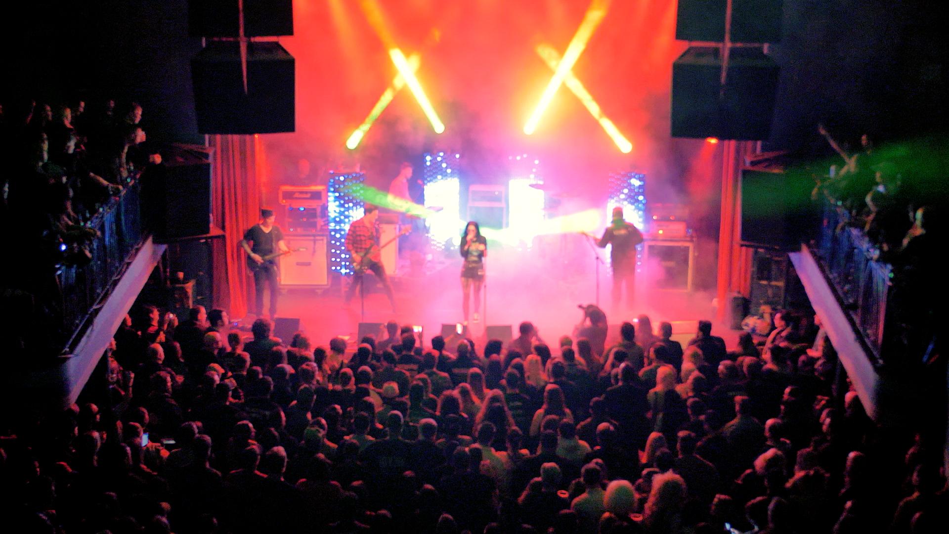 crowd xxxmas 4.jpg
