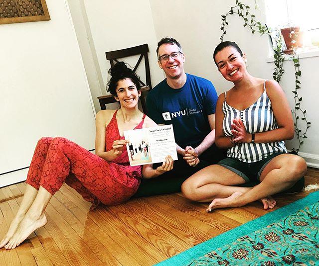 Juntando para compartir Yoga, Meditación, y Pilates con nuestro comunidad. 10 de Julio y 7 de Agosto @maketheroadny Introducción a Yoga, Meditación y Pilates. 6pm - 6:45pm. Todos están invitados porque todo el mundo merece tratar bien sus cuerpos! Clases regular de Yoga @secondstorymovement Los Martes 7:15pm - 8:15pm, Los Domingos 5pm - 6pm. Meditación el segundo domingo de cada mes 4pm - 430pm. Donación de $5 o $10 dólares. @patrickpaulgarlinger @satyanna_ @kayottingerk #jacksonheights #yogaespañol #secondstorymovement #maketheroadny