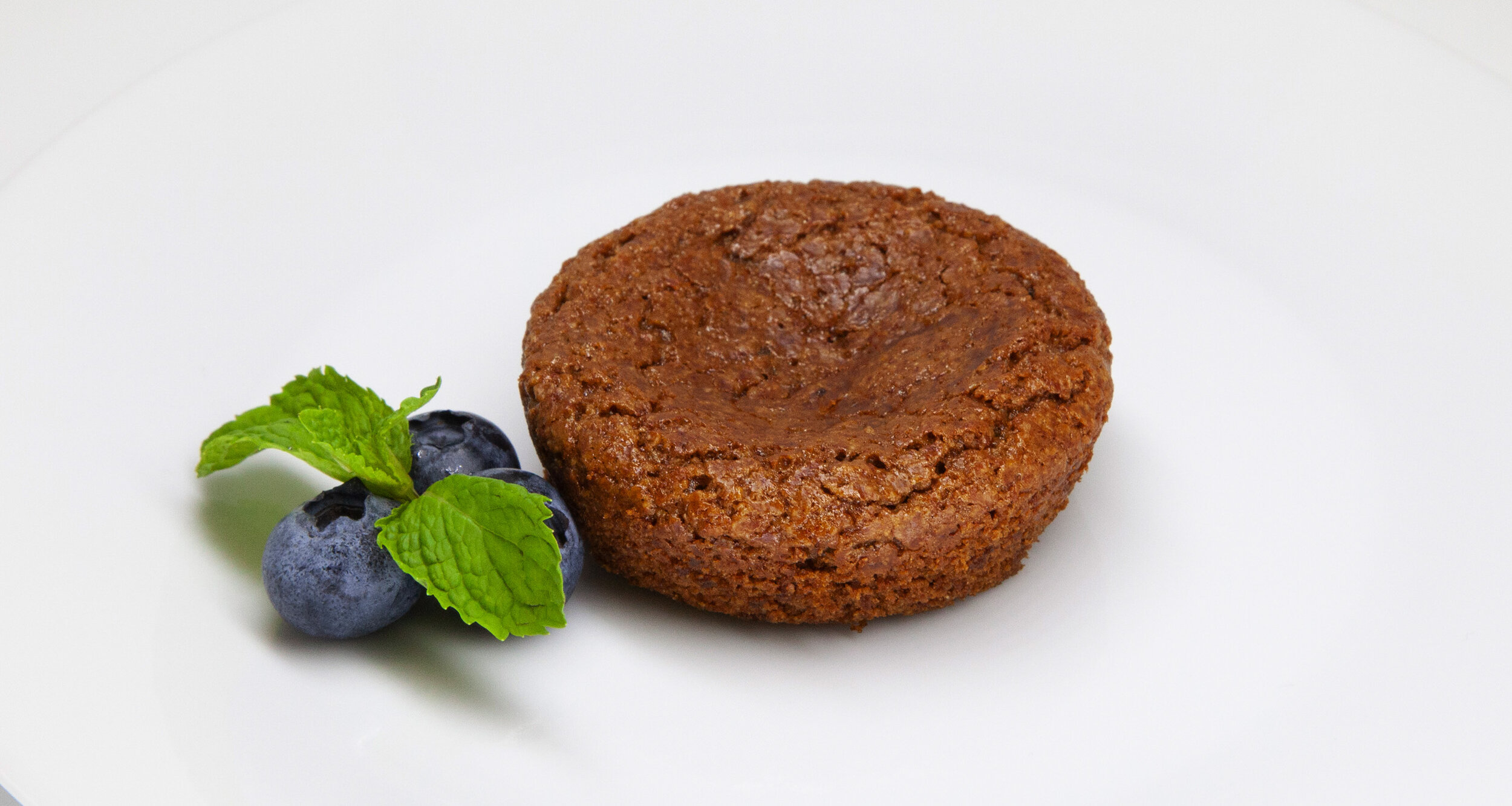 DOUBLE GINGER BROWNIE - 185 KCAL PER SERVINGOatmeal flour, brown sugar, ground ginger, baking soda, salt, candied ginger, raisins, canola oil, egg$12