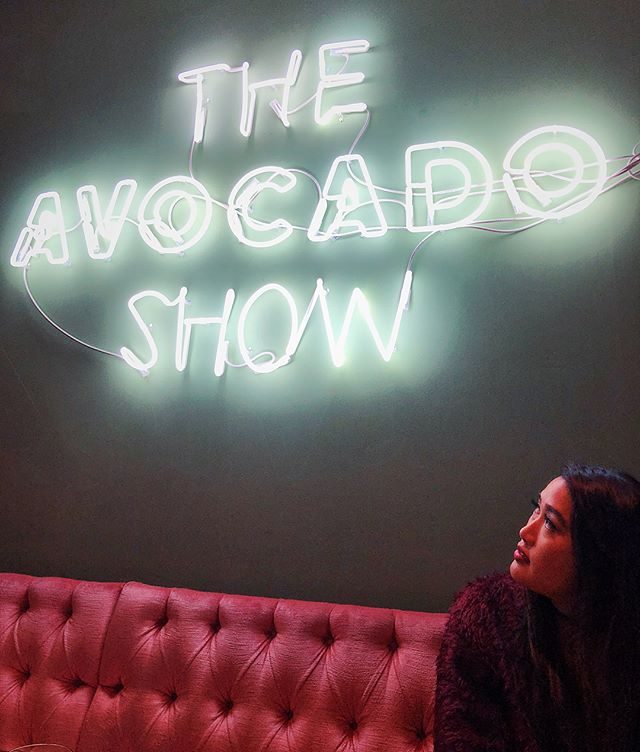 watch @antoinettesantos & I chow down abroad on our new show 🥑🥑🥑 #avogoodday #brunch #neon #millennialaf