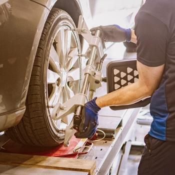 Géométrie - Le réglage du parallélisme et du carrossage sont les garants de votre sécurité et de la longévité de vos pneus.