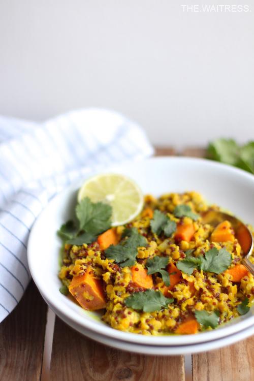 Rezept für leckeres One-Pot-Quinoa mit Süßkartoffel und roten Linsen / THE.WAITRESS. Blog