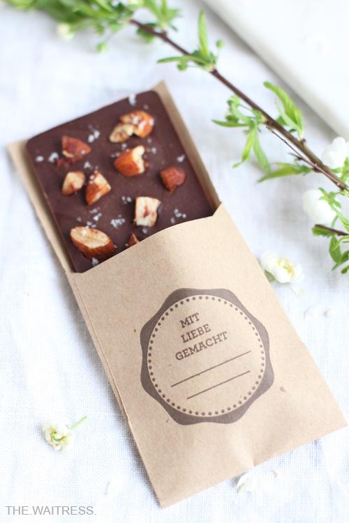 selbstgemachte-vegane-zartbitter-schokolade-thewaitress-blog.jpg