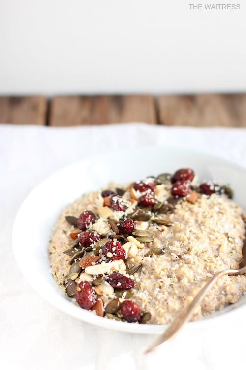 Rezept für Powerporridge mit Nüssen und Cranberries / THE.WAITRESS. Blog