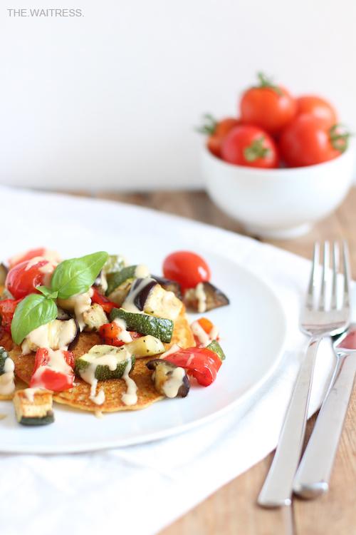 Socca mit Gemüse und Cashew-Sourcream / THE.WAITRESS. Blog