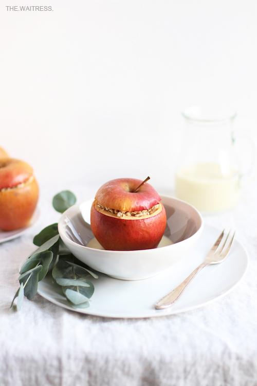 Rezept für Bratapfel mit Marzipanstreuseln / THE.WAITRESS.