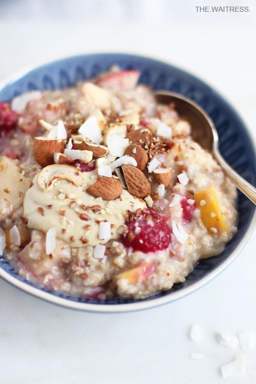 Mein 5-Minuten-Porridge (vegan & zuckerfrei) / THE.WAITRESS.