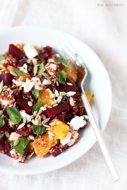 Rezept für Quinoasalat mit roter Bete, Feta, Orange und Minze / THE.WAITRESS. Blog