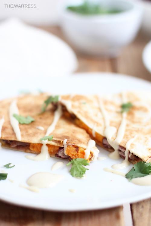 Rezept für Quesadillas mit Süßkartoffel, Cheddar und Balsamicozwiebeln / THE.WAITRESS.