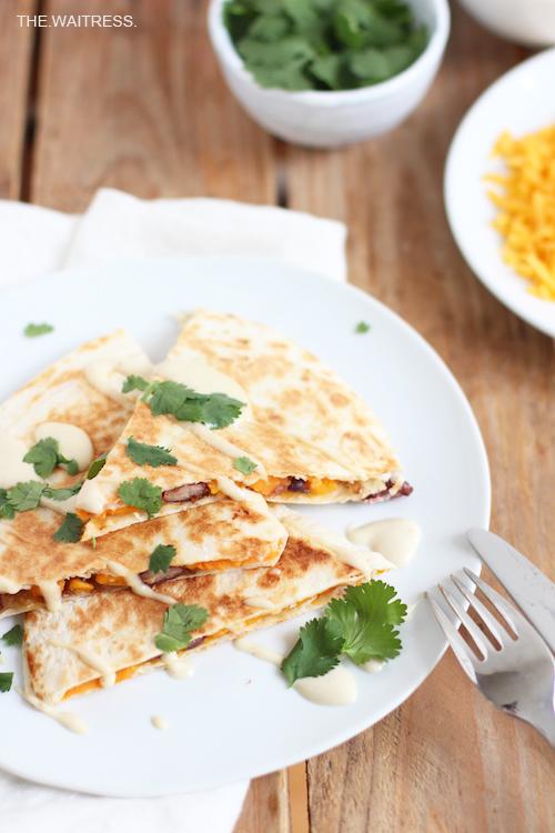 Quesadillas mit Süßkartoffel, Cheddar und Balsamicozwiebeln / THE.WAITRESS.