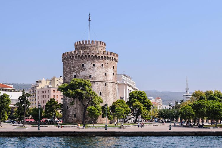 Der  Weiße Turm  diente seit seiner Errichtung im 15. bzw. 16. Jahrhundert als Befestigungsanlage, Garnison, Gefängnis und ist heute ein beliebtes Museum.