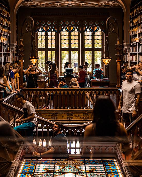 Die  Livraria Lello  zählt berechtigterweise zu den schönsten Buchläden Europas und der Welt - der Besuch dieses wunderschönen Gebäudes ist daher unverzichtbar.