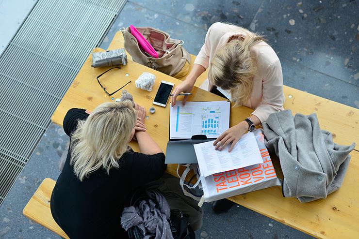 Persönliche Beratung und Bewerbungscheck. Foto: MASTER AND MORE