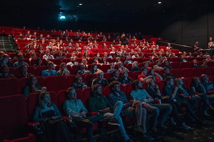 Euer nächster Filmabend ist gesichert! - Foto: unsplash/Krists Luhaers