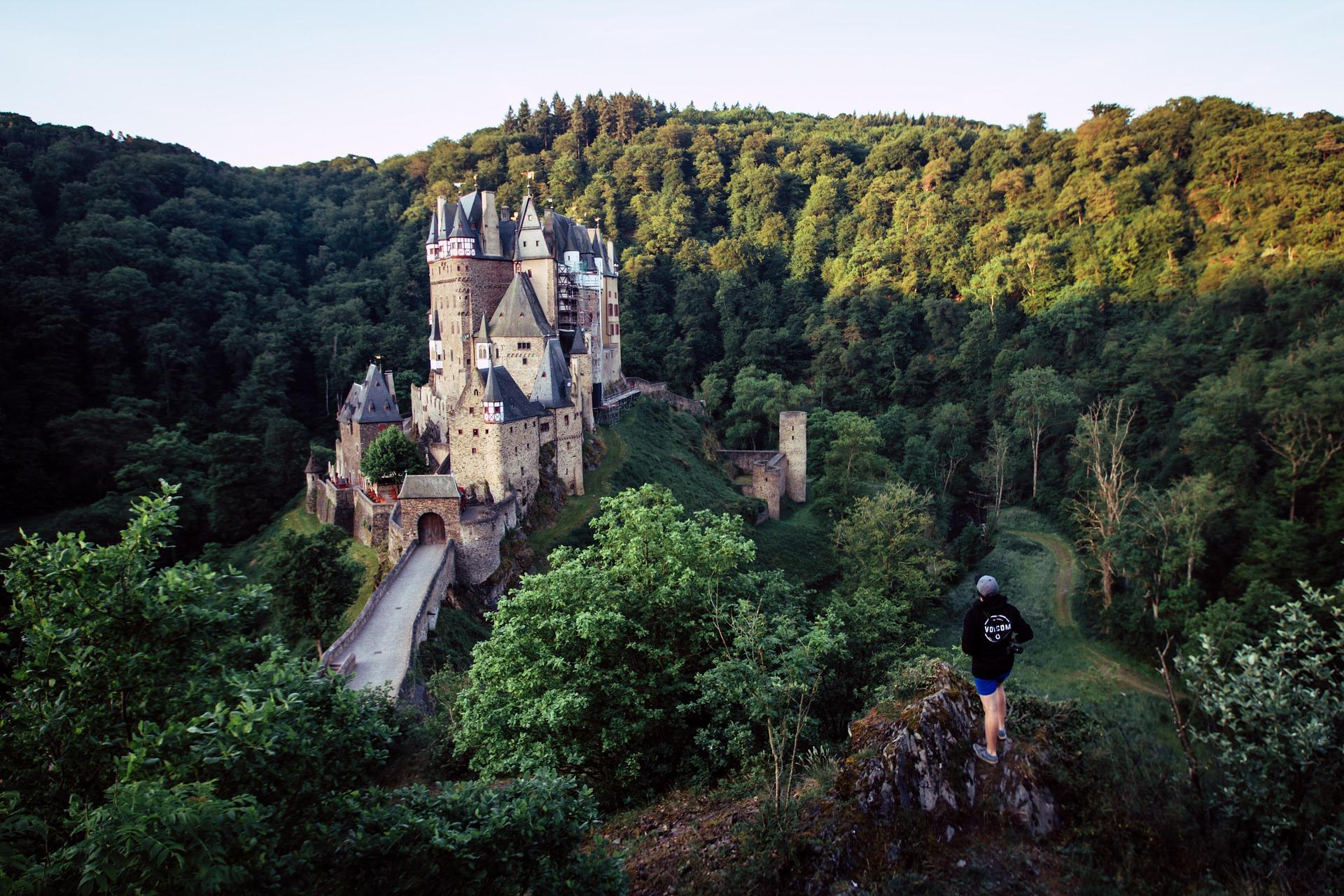 castle-2351417_1920.jpg