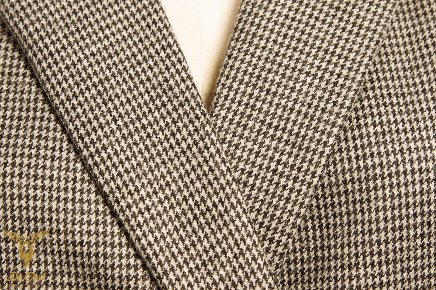 BESPOKE+DOUBLE+BREASTED+HOUNDSTOOTH+LADIES+JACKET+WITH+NOTCH+LAPELS+AND+BUTTONLESS+CUFFS+Amsterdam.jpg