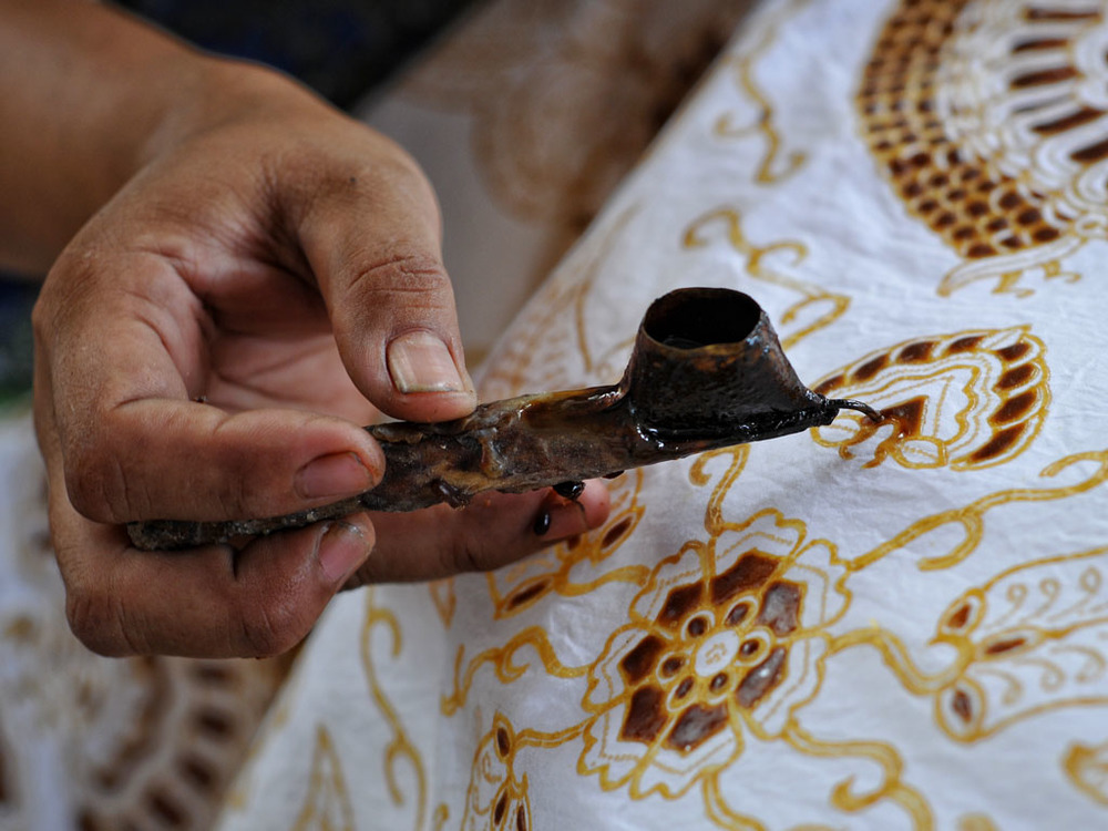 make-Traditional-clothing-that-reflects-the-life-of-Javanese-society-awesome.jpg