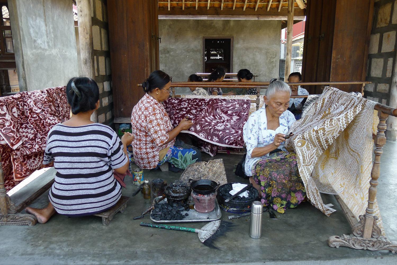 Women_Making_Batik_Ketelan.jpg