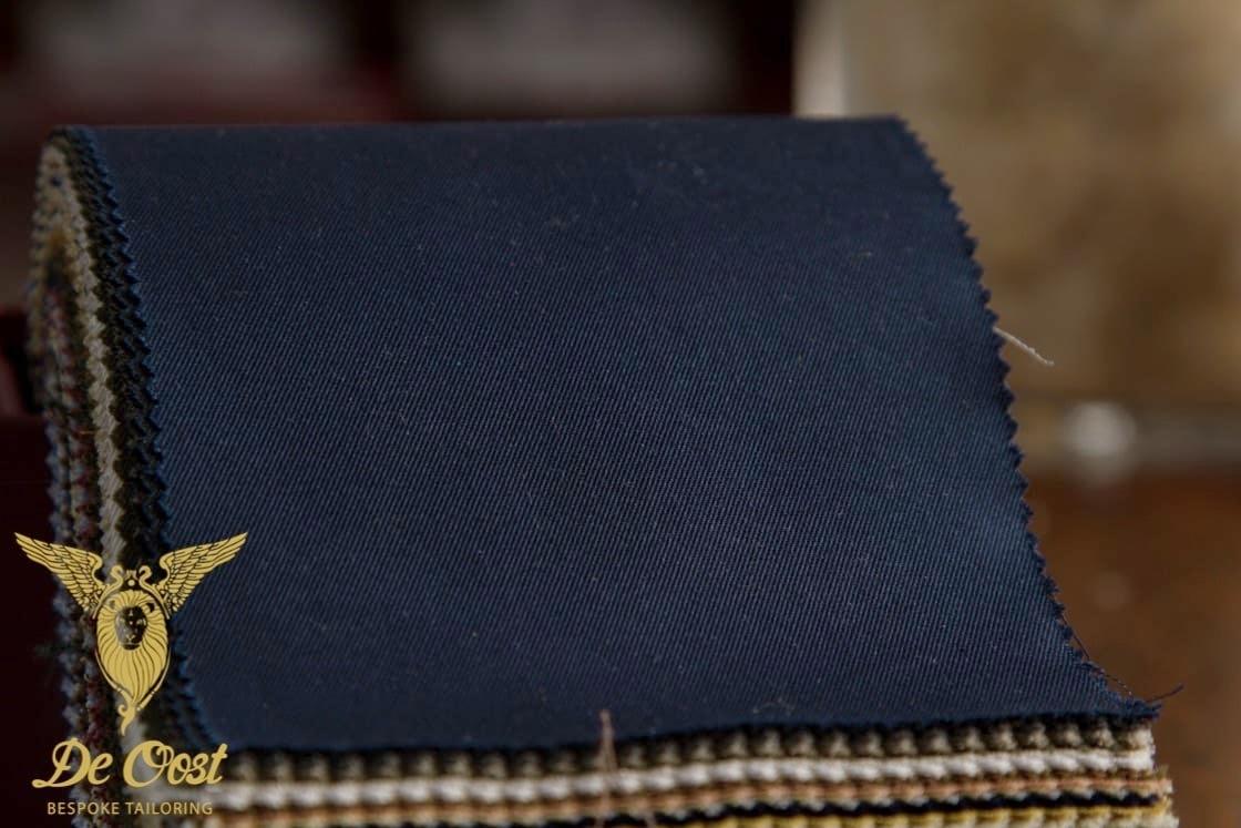 Fabric+Cotton+Navy+Blue+-+Katoenen+Stof+Marine+Blauw+-+Holland+&+Sherry+Cotton+Classics+HS1217+-+Pak+Broek+Pantalon+Kostuum+Op+Maat+Laten+Maken+Trousermaker+Bespoke+Tailoring+Amsterdam.jpg
