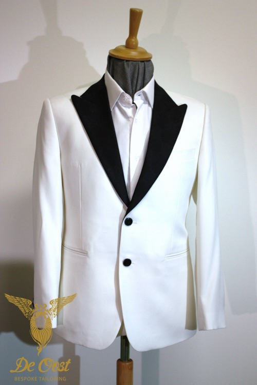 White-Dinnerjacket-Tuxedo-Smoking-Bespoke-Tailored-op-maat-laten-maken.jpg
