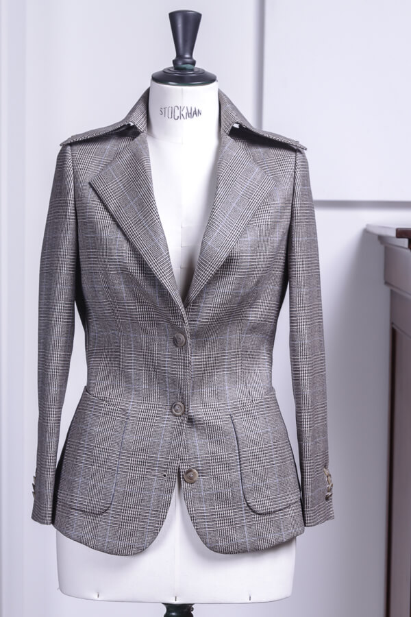 - Tailored Ladies Jacket 3 Button Patch Pockets Stand Up Collar Holland&Sherry