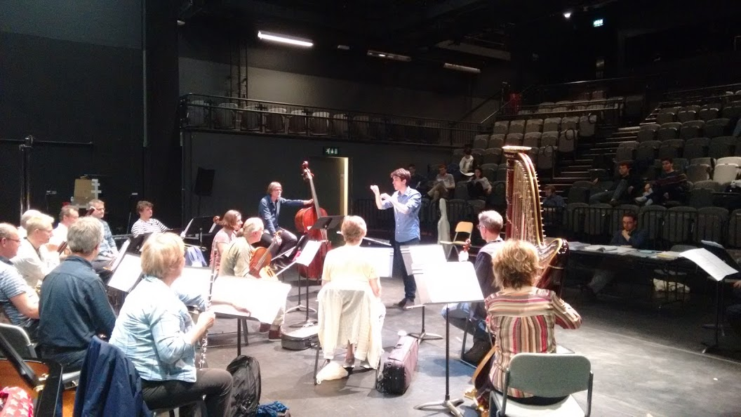 Conducting the London Sinfonietta (London Sinfonietta Academy 2016)
