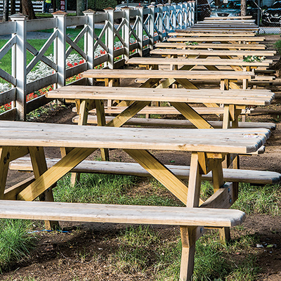 Picture of picnic tables next to the paddock from  https://thisishorseracing.com/news/