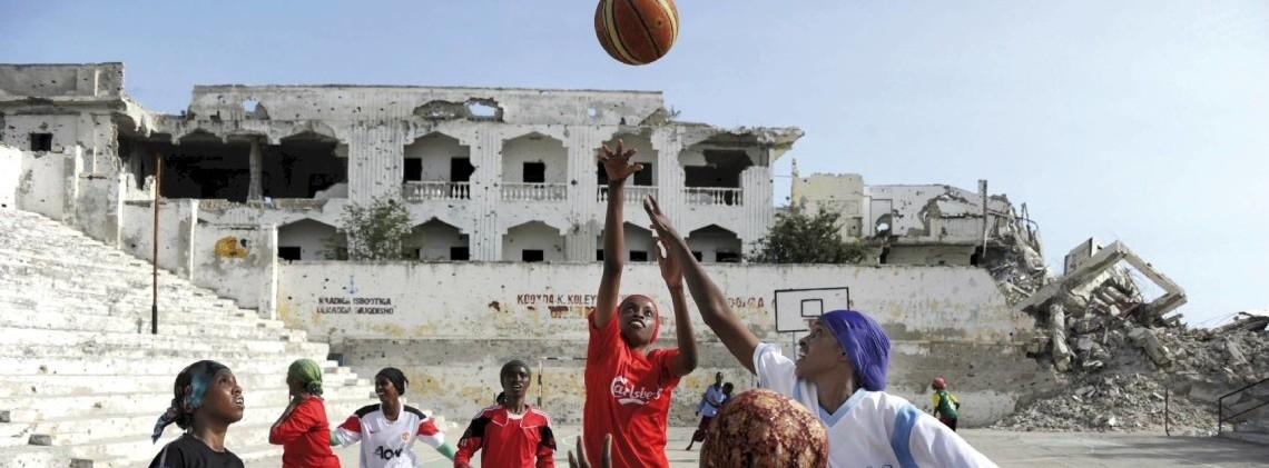"""© Jan Grarup/LAIF/REA, Extracted from   Books     """" Nasro Mohamed, entraîneuse de basket : « On est tout le temps sur le qui-vive. Sur le terrain, on risque de se faire tuer parce qu'on est en pantalon de survêtement. »"""""""