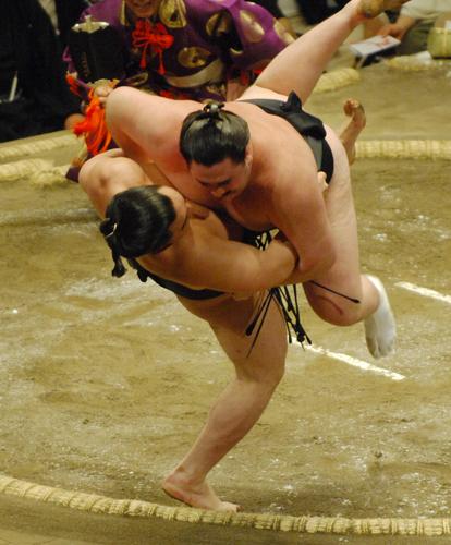 大相撲の投げ