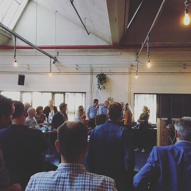 Er kwamen veel interessante pitches voorbij tijdens het Bodemcafé van Onder Twente! Wij willen alle deelnemers en pitchers bedanken voor de bijdrage aan het Bodemcafé! #verbinden #pitch #bewustbodemgebruik #ondergrond #bodemborrel