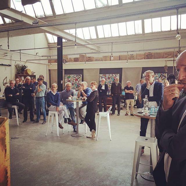 Afgelopen week een mooi Bodem Café gehad bij het stadslab Indië in Almelo! Alle sprekers, gasten en andere betrokkenen ontzettend bedankt voor wederom een leerzame en gezellige middag!! Wil je op de hoogte blijven of meer informatie ontvangen van #ondertwente meld je dan aan voor onze nieuwsbrief door een mail te sturen naar l.plant@almelo.nl!