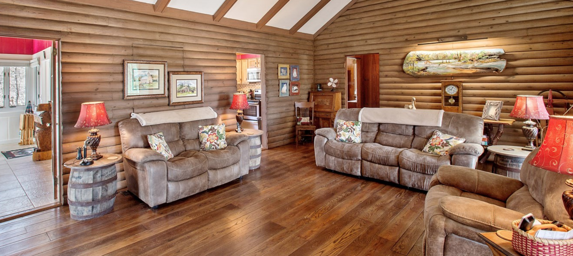 Lakeview Cottage liv 2.png