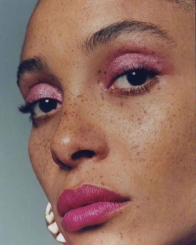 Starting the week with bold energy to finish the week with bold energy🌺 . . @adwoaaboah for @vanityfair . . . . . . . . . . . . #beauty #makeup #monday #glam #photography #inclusive #nudemakeup