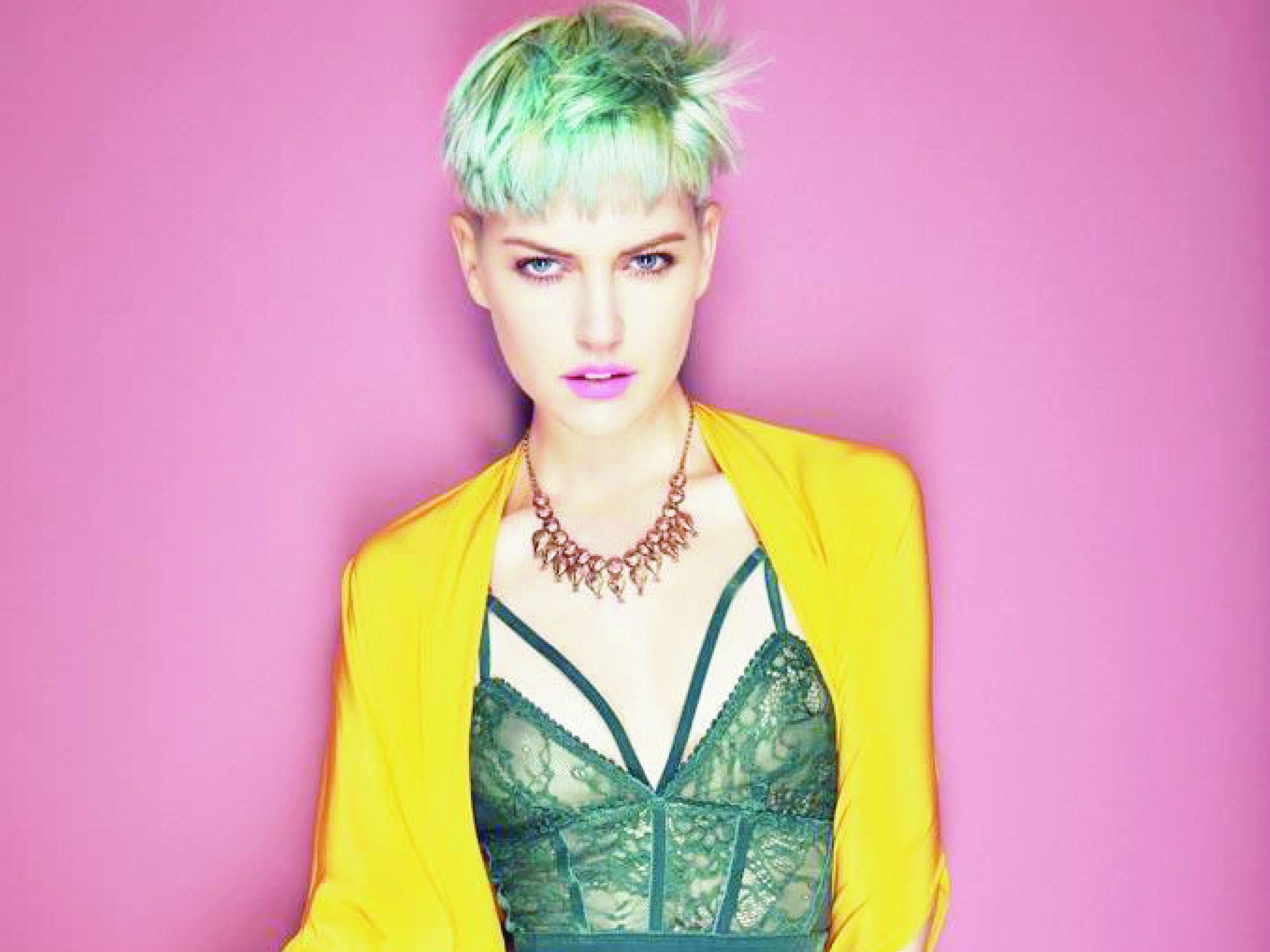 Short blonde w green ling+yel coat 10x7.5 300dpi.jpg