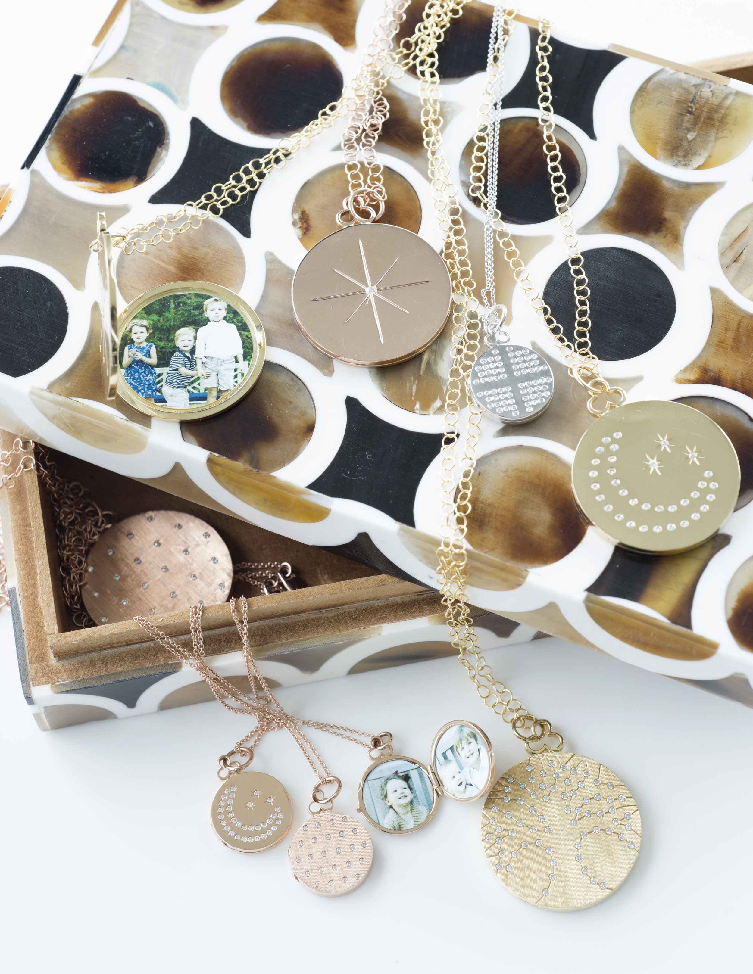 circle box open lockets7330 copy.jpg