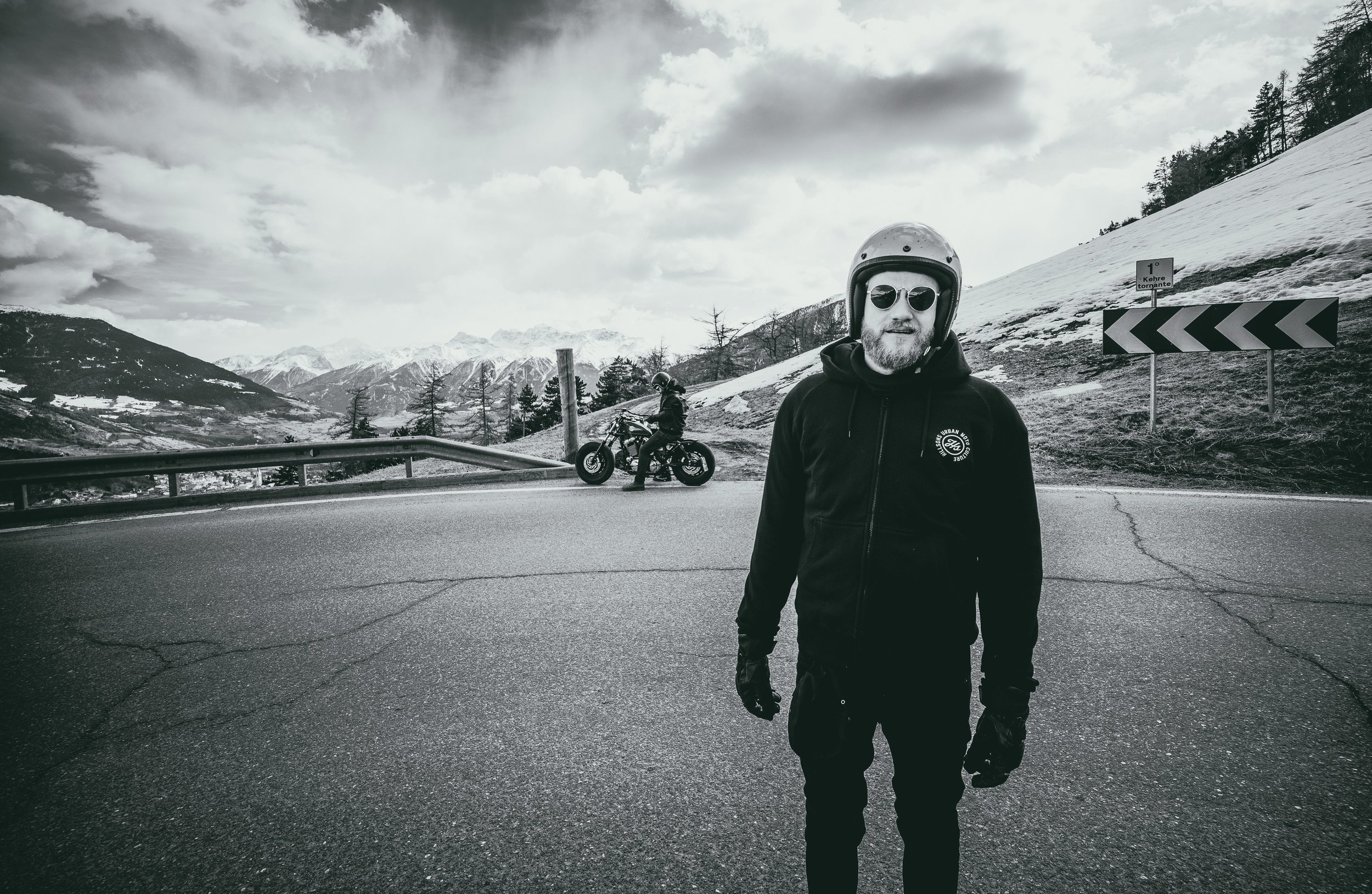 roadtrip_motorcycle_reportage_portrait_men_monochrome-leica.jpg