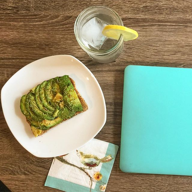 Some avocado toast and photo editing is how I like to start my Saturday mornings.  How about you? 🍴🥑😍☀️ #sf #avocadotoast #saturdaymorning #wfh #bayarea #mysanfrancisco  #alwayssf #workfromhome #avocadolove #avocadoaddict #milleniallife