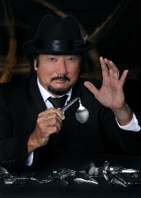 Mentalist Alan Arita will provide a magical experience with a strolling and parlor performance.