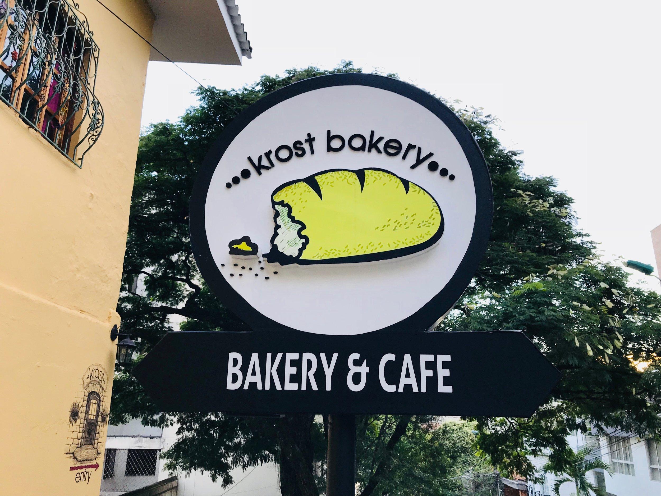 Krost Bakery   (El Peñon)  Krost es una deliciosa panadería donde hacen un exquisito parfait con Yogurt Griego Goa  Cra 3 A oeste no. 4 -41  tel. 4837730