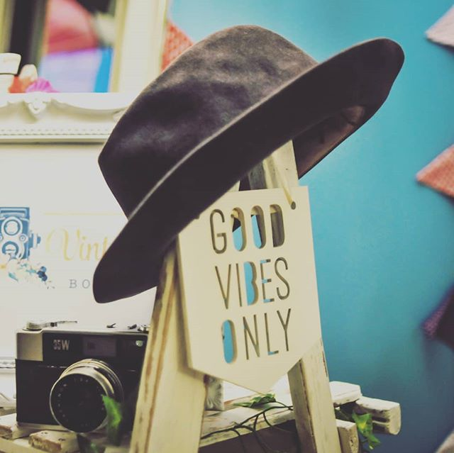 Good Vibes Only at the Vale Vintage Booth Co.👌 Happy Friday everyone!!!☉