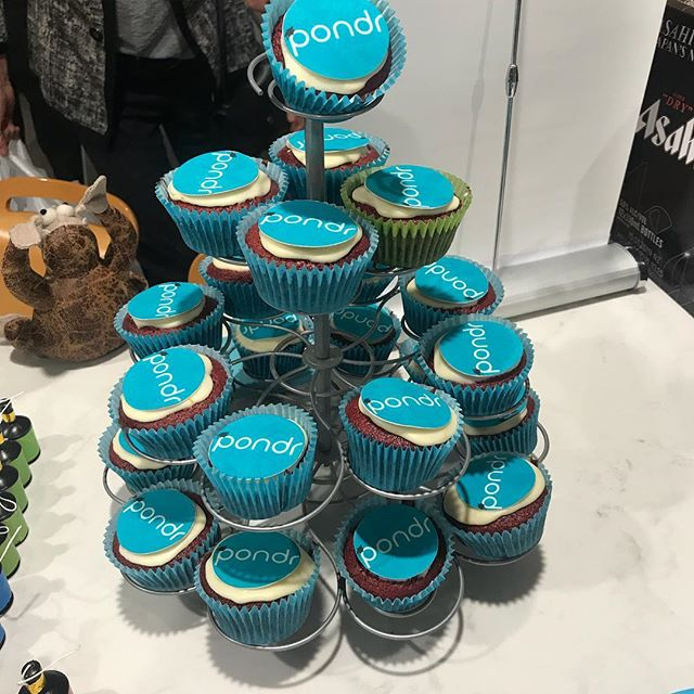 Yum cupcakes 😋 Also Pondr is available for download 👨🏼🎓👩🏻🎓 🎓🥂📱🎉🎊 www.pondr.co.nz