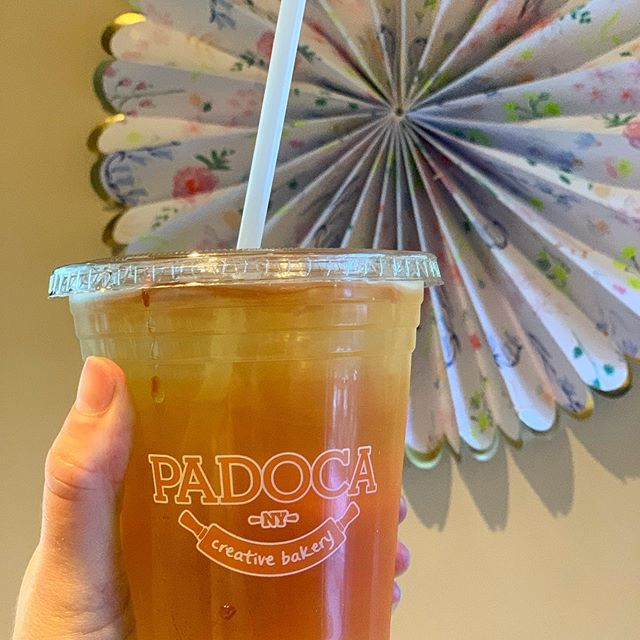 Brighen your Monday with an Iced Tea! Did you know we've been exclusively using compostable straws? #savetheturtles #ecofriendly #madefromplants #icetea @teemateas 🍵 🌱🥤🍍