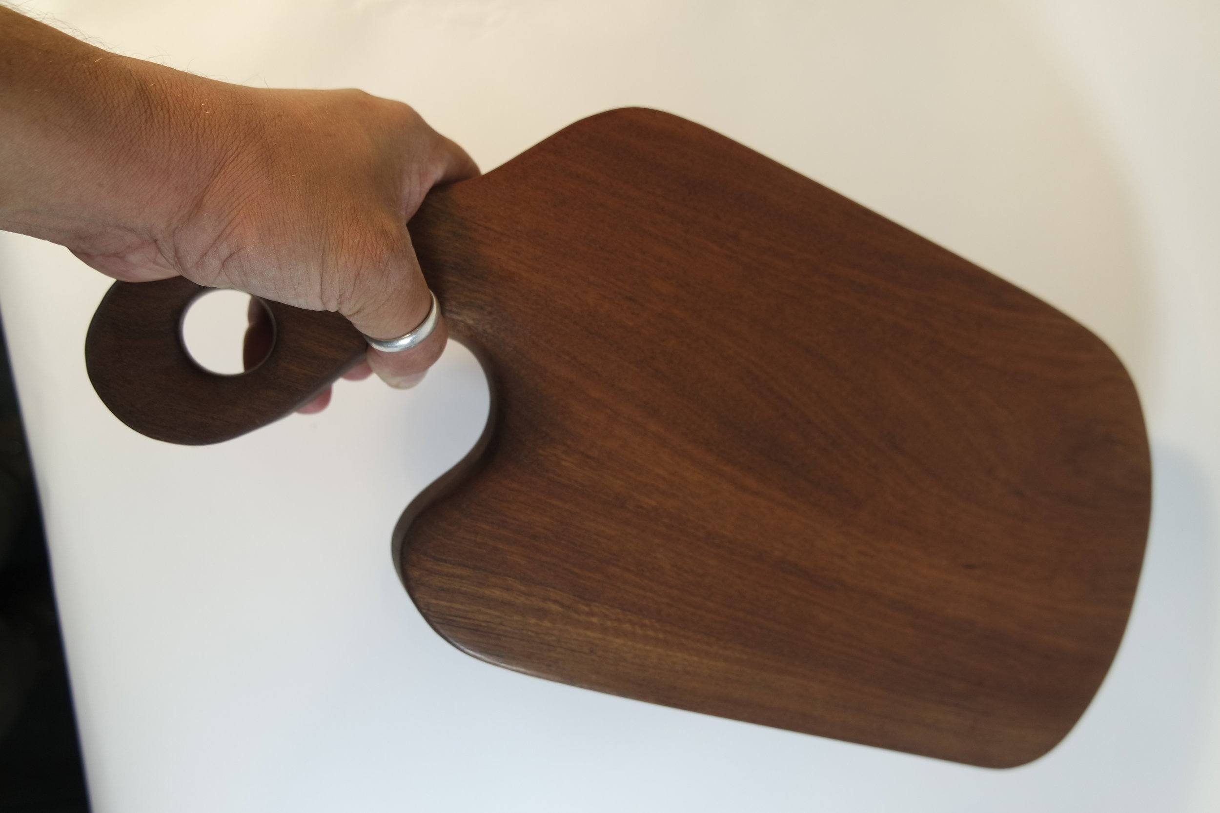 Sapele Serving board with carved handle (1).JPG